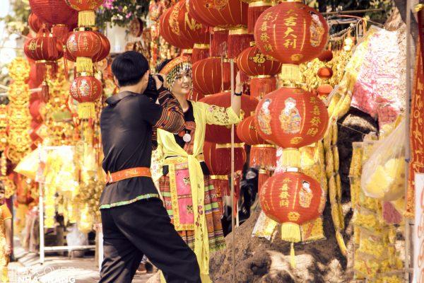 Tet-lanterns-traditional-costumes